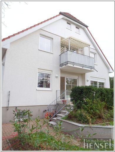 Haus im Haus: Maisonettewohnung mit allem was dazugehört: Garten mit W-Terrasse, S-Balkon, 2 Bäder & ein Gäste-WC!
