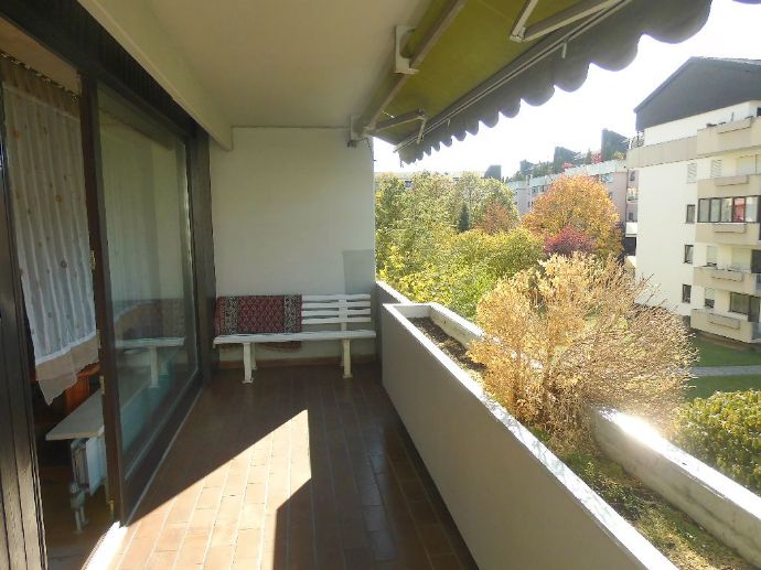 Große, elegante 3-Zi-Wohnung, 3. OG mit Aufzug, EBK, Ost+West-Loggia, Tiefgarage, in ruhiger Lage!