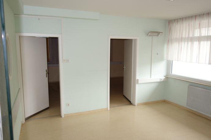 Büro/Wohnraum _WG-geeignet 120 m², 6 Räume,1xWC,1xDusche+WC,zentrale Lage, Heßlinger Str.,  Keller, Parkplatz, optional:Verkauf