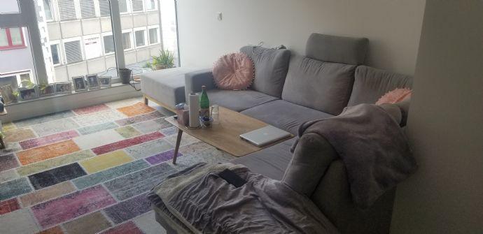 2-Zimmer-Wohnung, top renoviert direkt am Wiener Platz