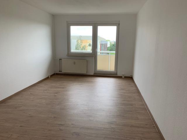 Sanierte 3- Zimmer Wohnung mit Balkon, Küche, Bad mit Wanne!
