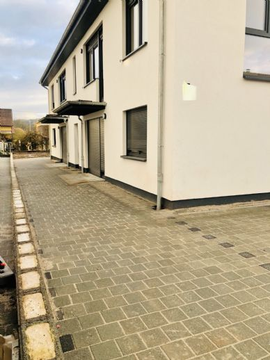 Neubau 3-Zimmer-Wohnung mit Terrasse zu vermieten