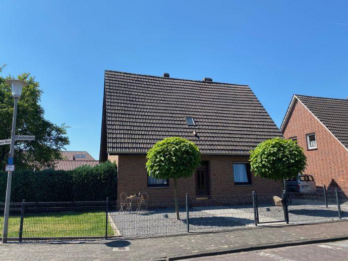***BÜSCHER IMMOBILIEN*** RESERVIERT!!! Schickes und geräumiges Zweifamilienhaus mit Teilkeller und Doppelgarage in schöner Wohnlage von Epe
