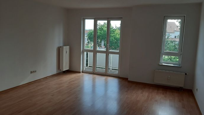 Schöne helle  Wohnung mit Balkon!