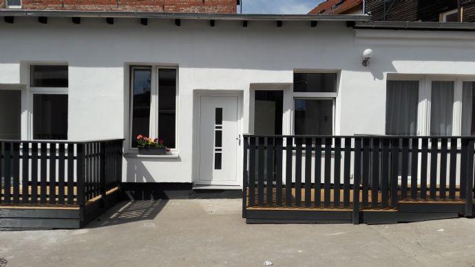 grosse 2-Raum-Wohnung mit Terrasse, Einbauküche,und Stellplatz am Haus