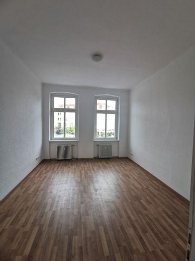 Frisch renovierte 2 Zimmer Wohnung in zentraler Lage zu vermieten!