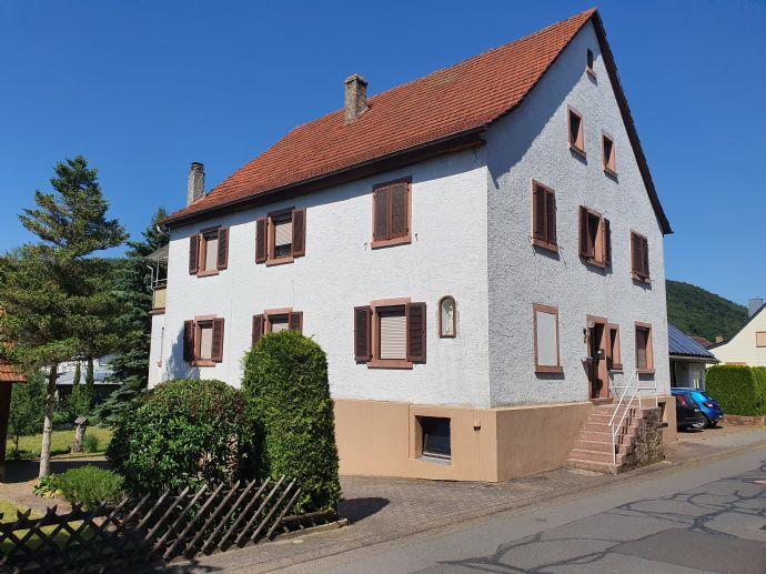 Zweifamilienhaus mit Nebengebäude in ruhiger Lage am Gabelbach - Kirchzell