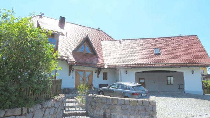 Großes Einfamilienhaus in Bernhardswald