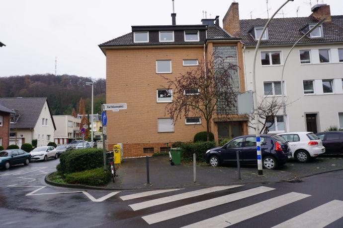 Schön geschnittene und große 3-Zimmerwohnung mit PKW-Garage in Bonn-Kessenich