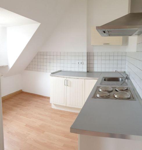 Schöne Dachgeschosswohnung im Altbau-Charme mit Einbauküche