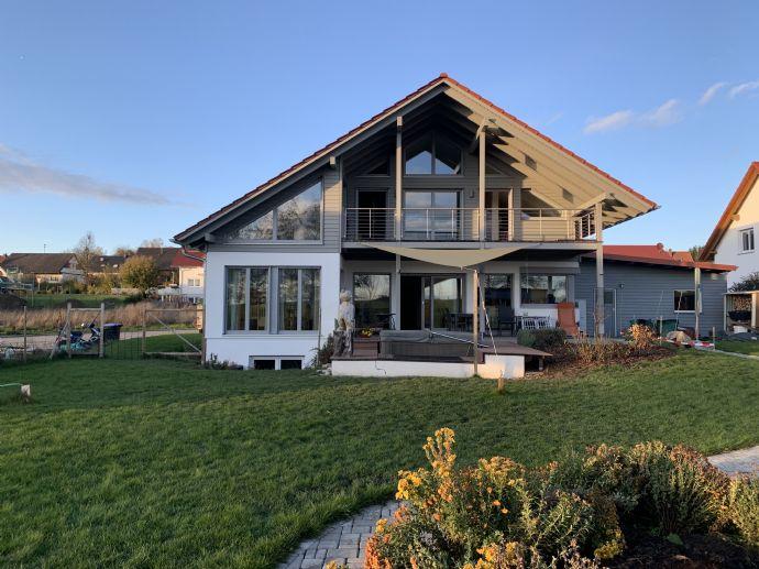 Luxuriöses Vitalhaus für die anspruchsvolle Familie ! Architektonisch und ökologisch eine Klasse für sich !