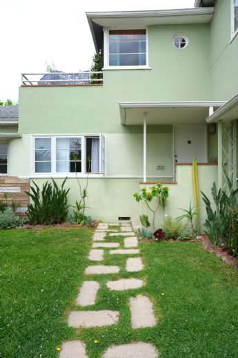 Zweifamilienhaus mit Doppelgarage & Garten