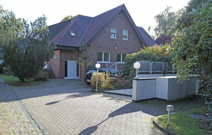 Freistehendes 1-2-Familienhaus mit großer Tiefgarage + Schwimmbad auf parkähnlichem Grundstück in Villenlage von Mönc...