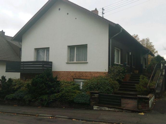 Gepflegtes Generationen-Zweifamilienhaus mit Garten