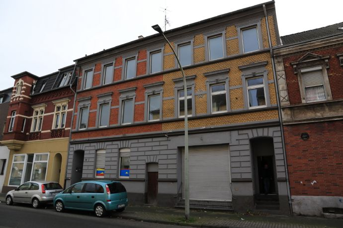 Reihenmittelhaus,2 Eingänge, leergezogen für Renovierung, schönes Objekt !