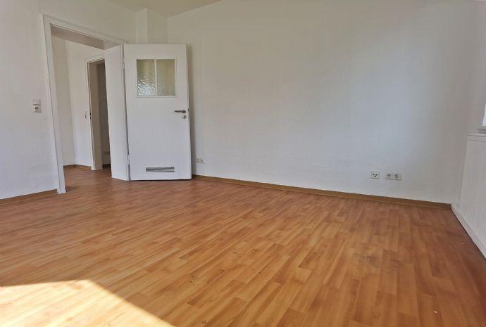 Frisch renovierte & großzügig geschnittene Erdgeschosswohnung zu vermieten