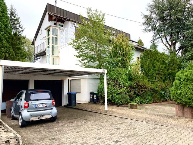 Renditeobjekt mit luxuriöser Penthousewohnung und großem Grundstück für Pferdestallung im Mandelbachtal
