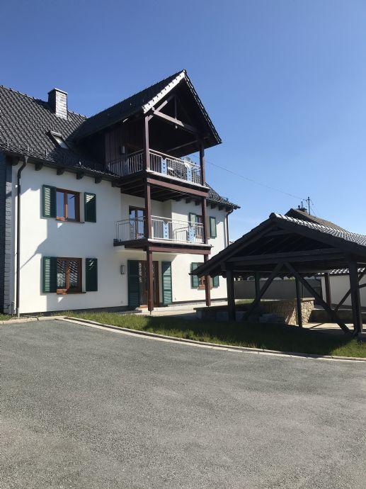RESERVIERT! Gepflegtes Landhaus mit drei Wohnungen in landschaftlich schöner Lage