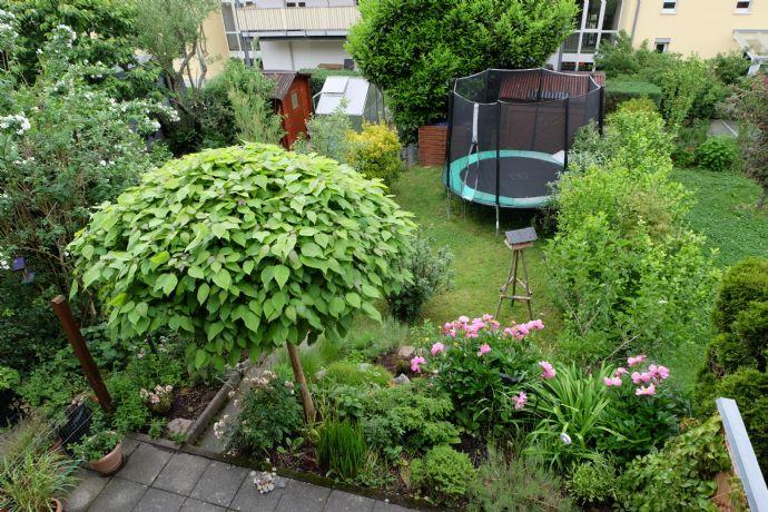 5 Zimmer, 2 Bäder, Schwedenofen und Garten - lassen keine Wünsche offen