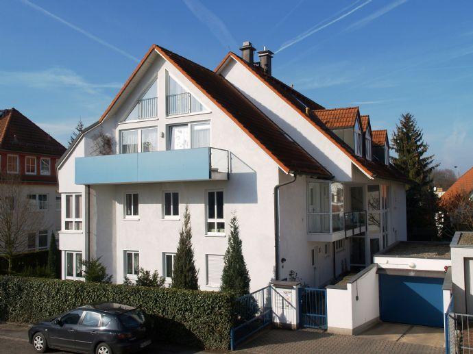 Schöne helle Dachgeschoßwohnung mit Balkon und großer Galerie