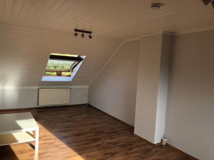 Schön renovierte 2,5-Zimmer-Wohnung provisionsfrei